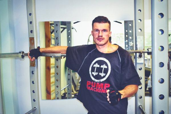Вячеслав Фреш в спортзале
