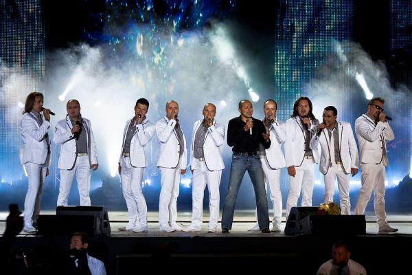 На фото: Арт-группа «Хор Турецкого» на сцене