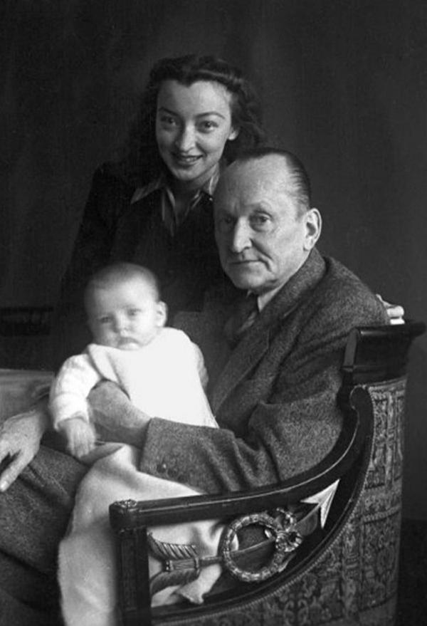 Семья Вертинских - Александр Николаевич, Лидия Владимировна и дочь Марианна