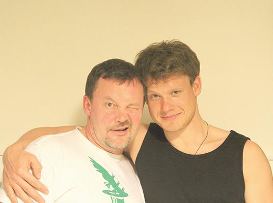 На фото: Виктор Хориняк с дядей, актером Алексеем Хореняком