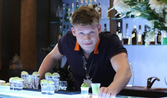 Виктор Хориняк в роли Константина Анисимова в сериале «Кухня»