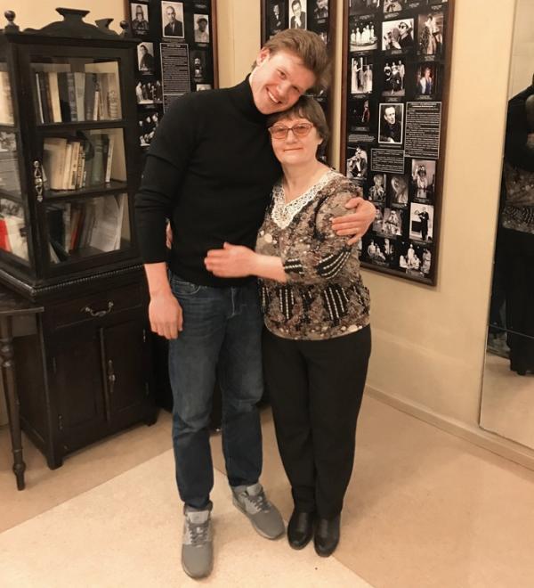 Виктор Хориняк с мамой - Ольгой Антоновной Хориняк