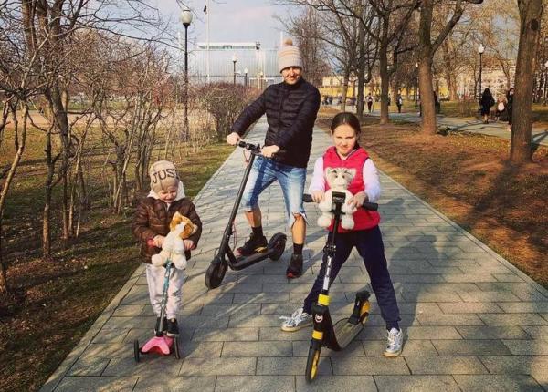 На фото: Витас с детьми