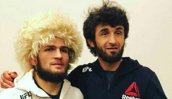 На фото: Забит Магомедшарипов и его друг Хабиб Нурмагомедов