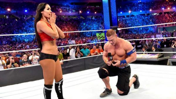 На фото: Джон делает предложение Николь Гарсии