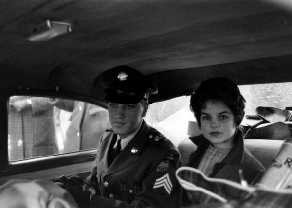 На фото: Солдат Элвис Пресли и Присцилла Болье