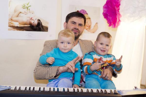 На фото: Бусулис с детьми