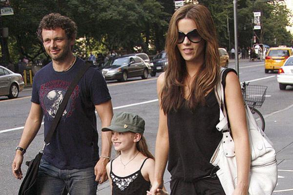 Майкл и Кейт с дочкой