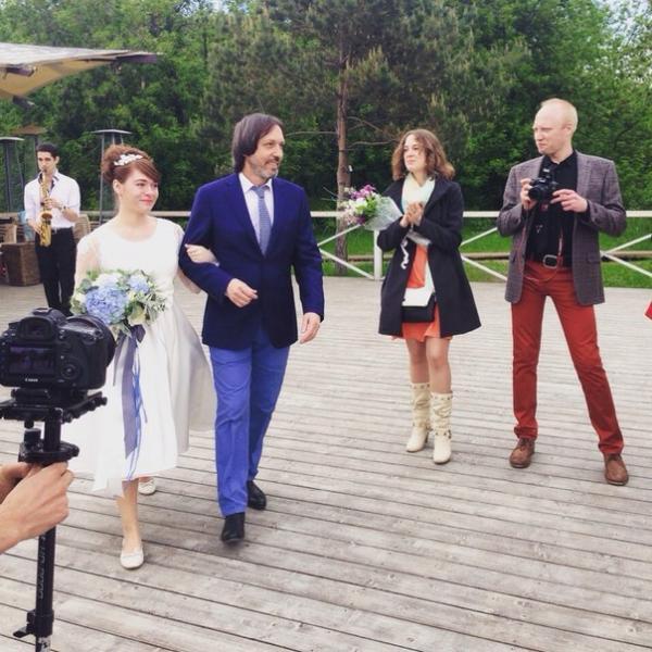 Николай ведет дочь к алтарю