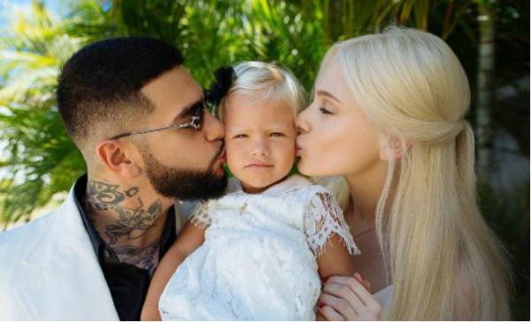 На фото: Тимати, Алена Шишкова и их дочь Алиса