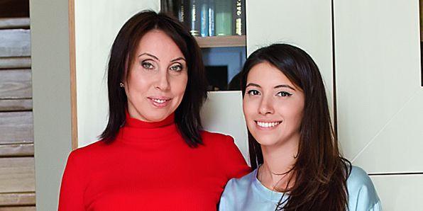 На фото: Ирина со старшей дочкой