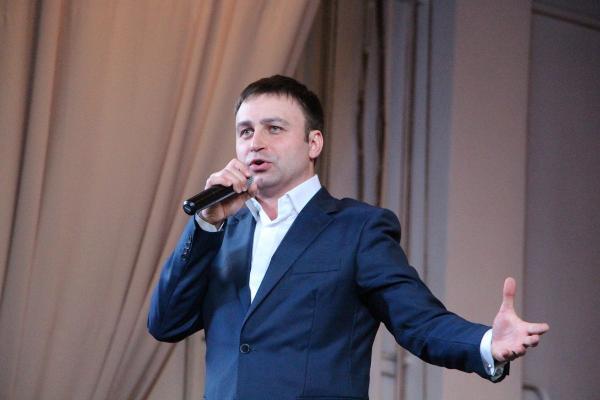 Владислав Косарев на сцене