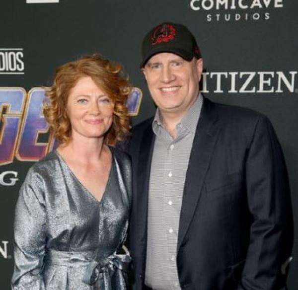 Кевин с женой « caption=»false