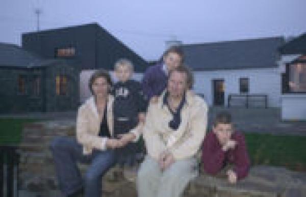 Колин с женой и детьми