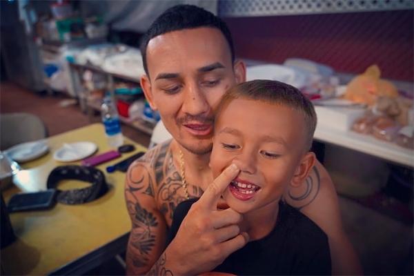 Макс Холлоуэй с сыном
