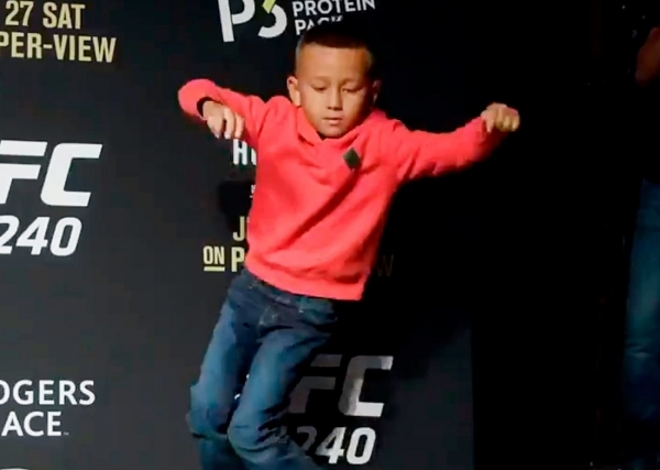 Сын Холлоуэя увлекается танцами