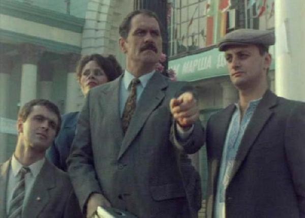 Михаил Церишенко (справа) в фильме «Сэнит зон». 1990 год