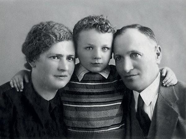 Миша с родителями