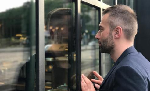 Дмитрий Шепелев закрутил роман с неизвестной блондинкой