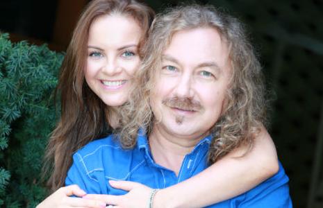 Игорь Николаев и его жена пытаются спасти ребенка