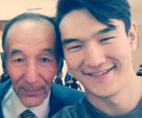 Нурлан Сабуров с дедушкой