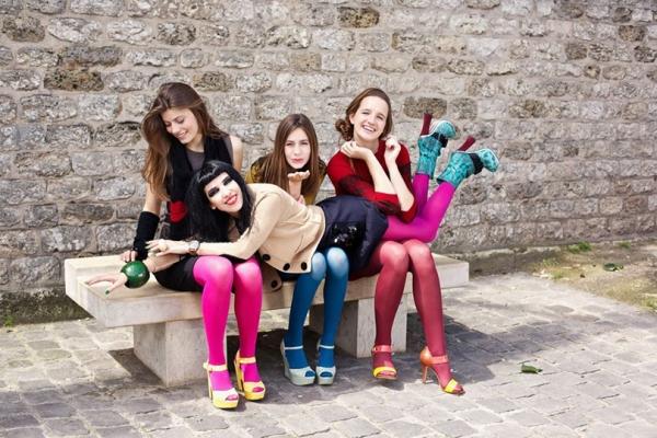 Три дочки Стефани и ее подруга Зор