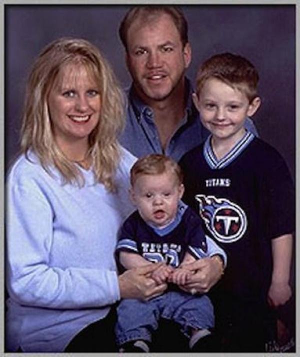С женой Доун Гилберт и детьми