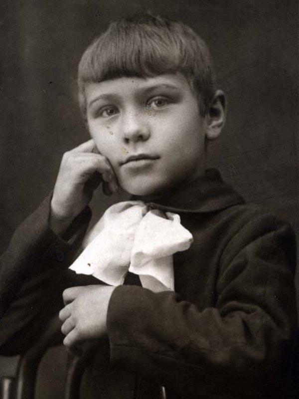 На фото: Виктор Балашов в детстве