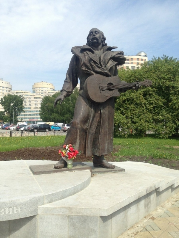Памятник Владимиру Мулявину в Екатеринбурге
