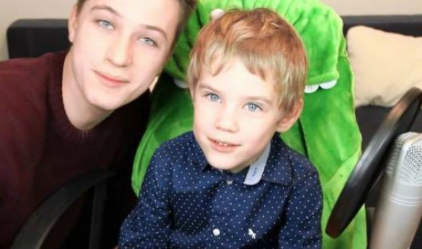 Ян с младшим братом